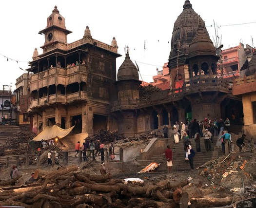 The most sacred cremation place in India: Manikarnika Ghat in Varanasi, where funeral pyres burn day and night.