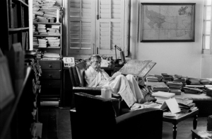 satyajit-ray-003-at-work-in-his-study-at-bishop-lefroy-road-calcutta